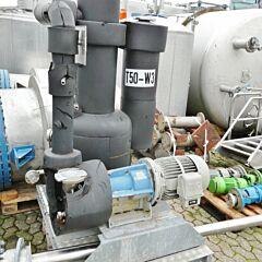 Condenser with vacuum pump