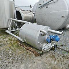 650 liter tank, Aisi 304 with blades stirrer
