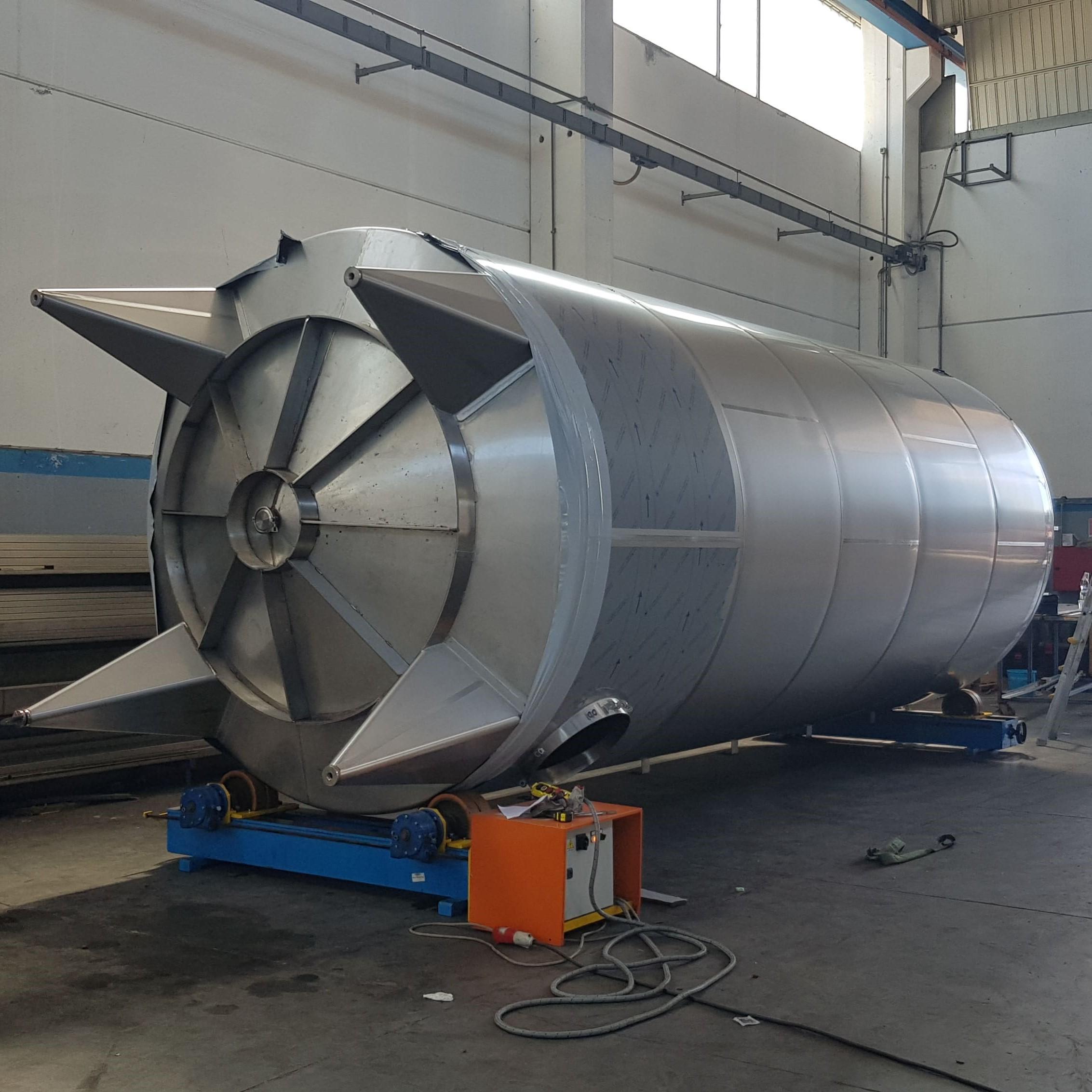 2x 50000 liter agitator tanks for glue (export to USA)