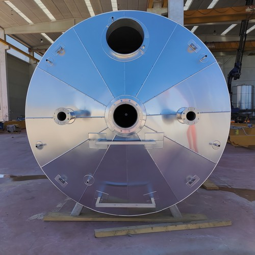 40000 liter heatable / coolable tank with riveted insulation