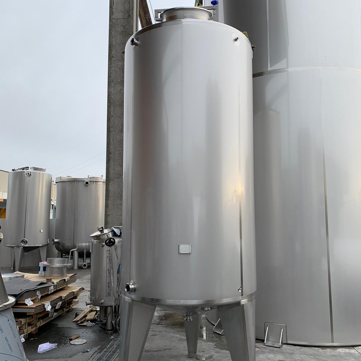 4x 5000 liter tanks for cleaning-in-place system (CIP)