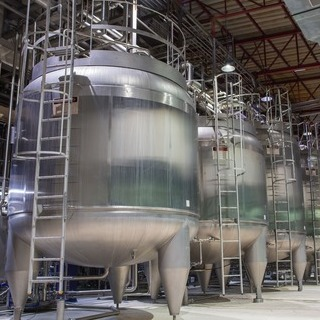 The purchase of a used stainless steel tank saves 5 tons of CO2
